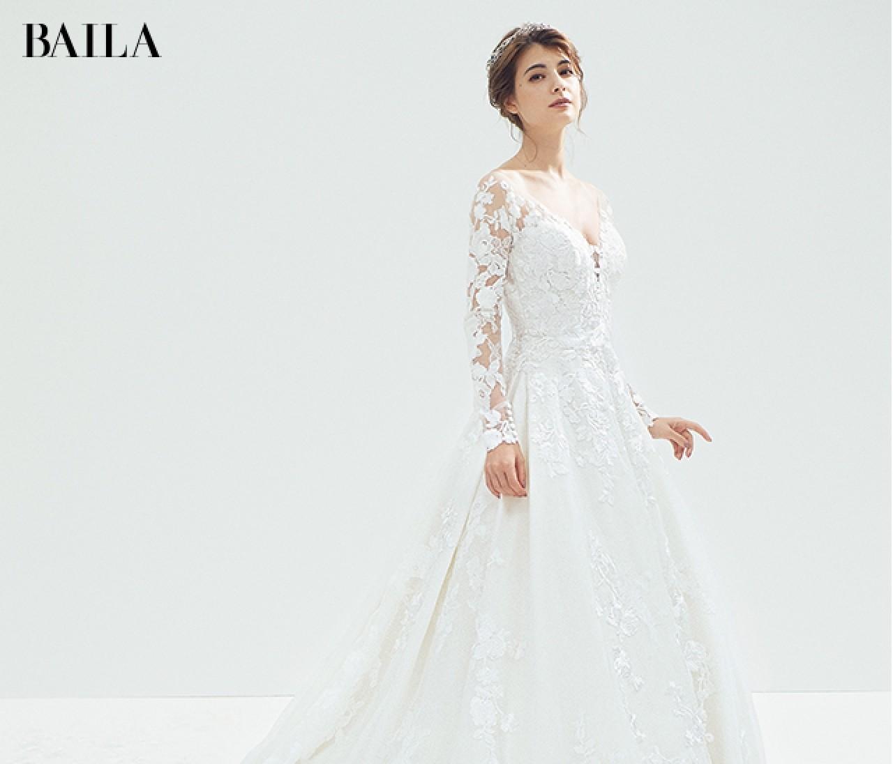 白ドレス×【マリンブルー小物】の今どき配色レッスン