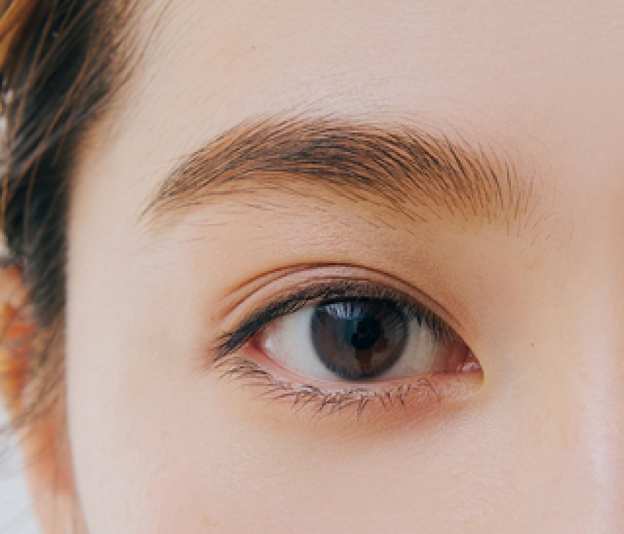 """眉色チェンジも自由自在!""""描いた感""""のない自然な「濃色眉」をつくるには?"""