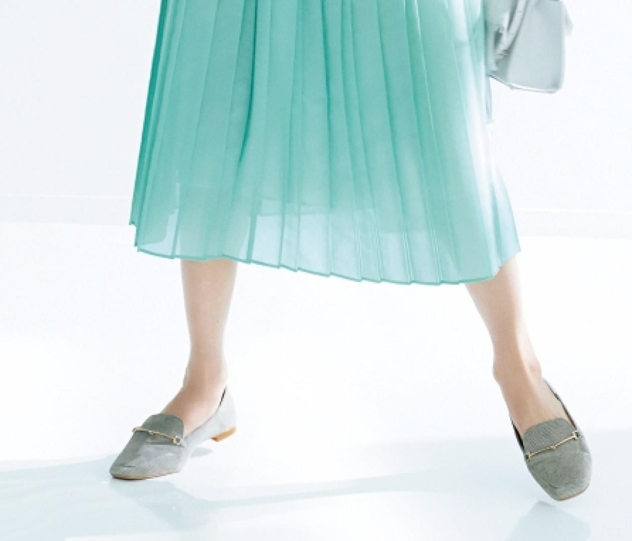 【働く女子の春フラット靴】メタルパーツつき「ローファー」で辛口なアクセントを