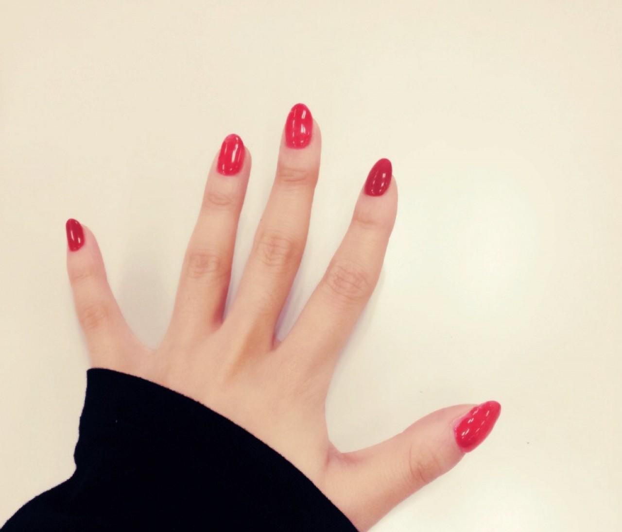嗚呼、、、やめられない! 赤い爪