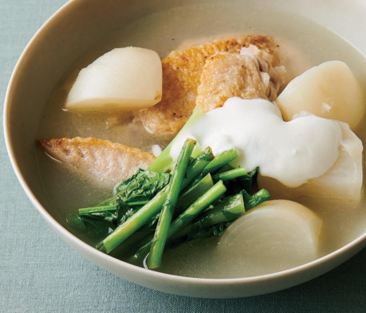 【温野菜レシピ】爽やかな味わい「かぶと手羽先のヨーグルトレモンスープ」