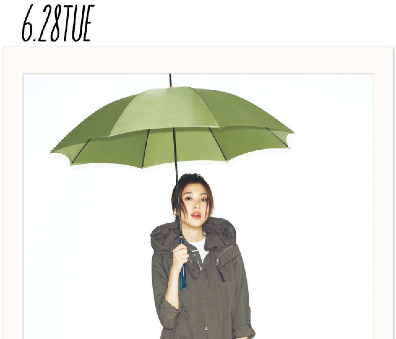 """大雨の日でも慌てない! 雨対応名品で、大人の「""""雨""""完全防備」スタイルをおしゃれに叶えよう"""