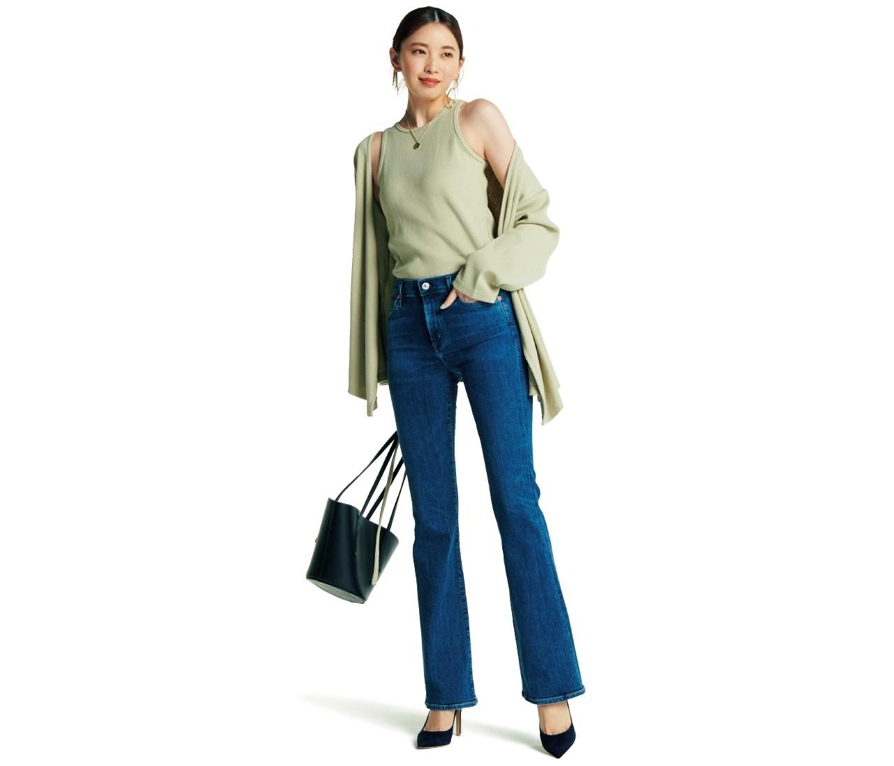 【百々千晴デニム】「ブルーデニム」はきれい色合わせでキャッチーに着る!