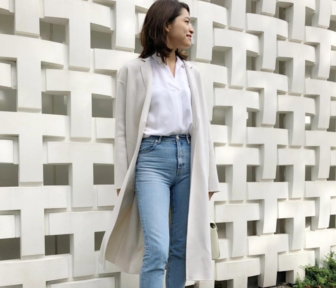 ENFOLDの白コートで気分転換。いつものカジュアルがキレイに決まる。