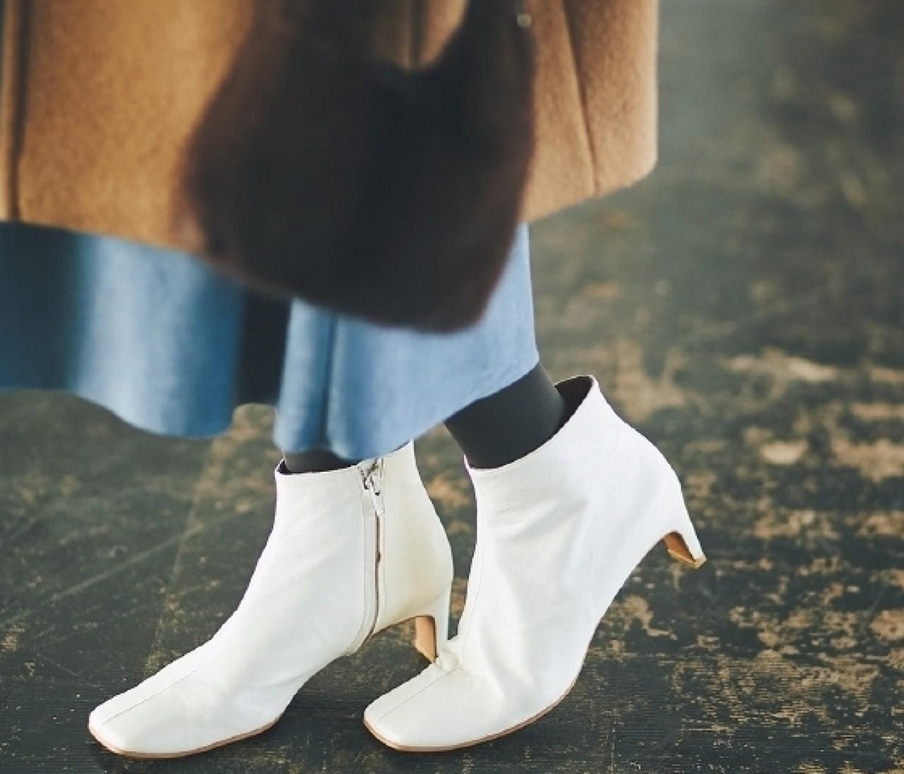 【ブラウンコートに似合う靴】パイソン柄や白ブーツでトレンド感抜群!