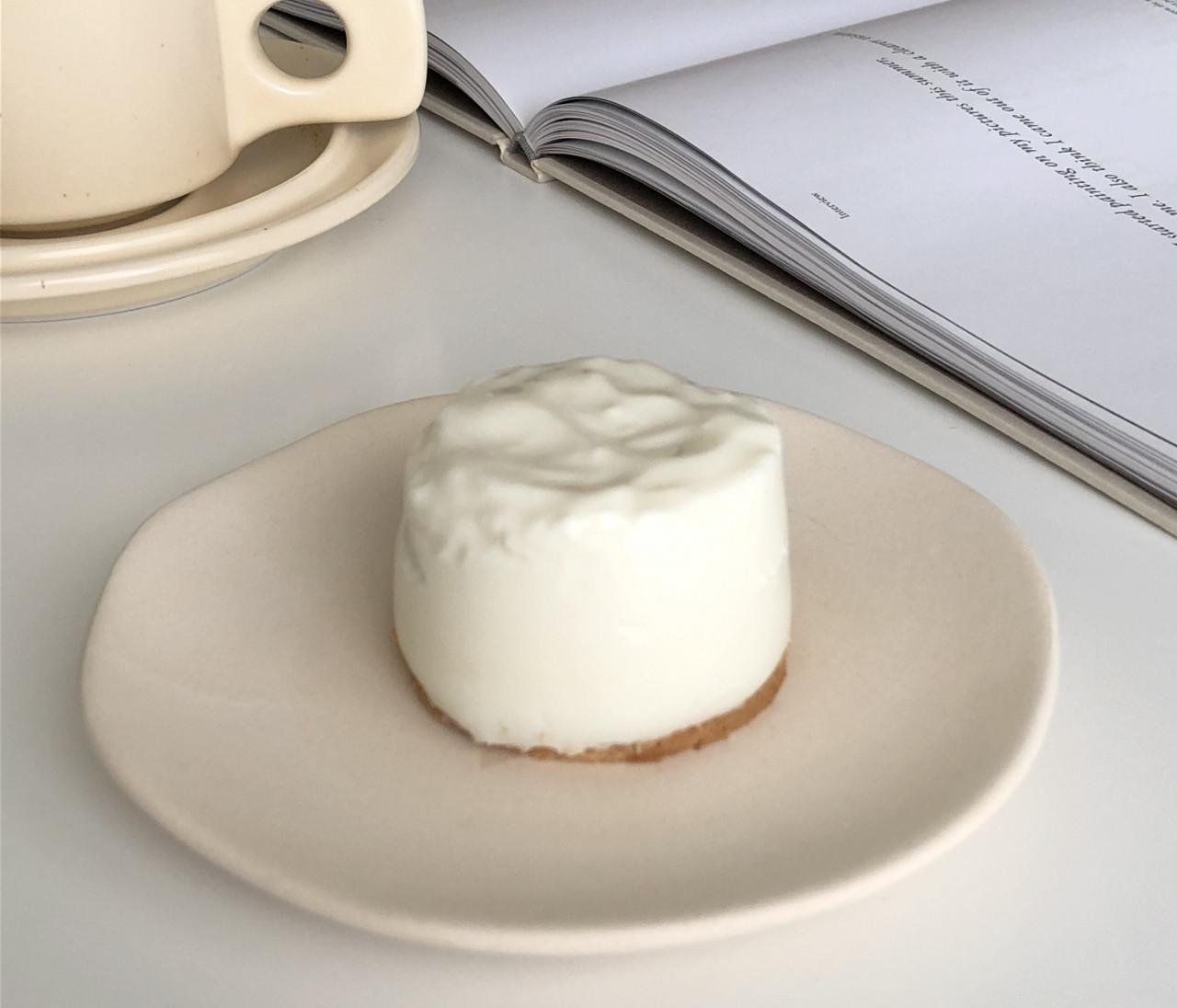 オーブン、ミキサー不使用!混ぜるだけ!!SNSで話題の簡単ヨーグルトチーズケーキ