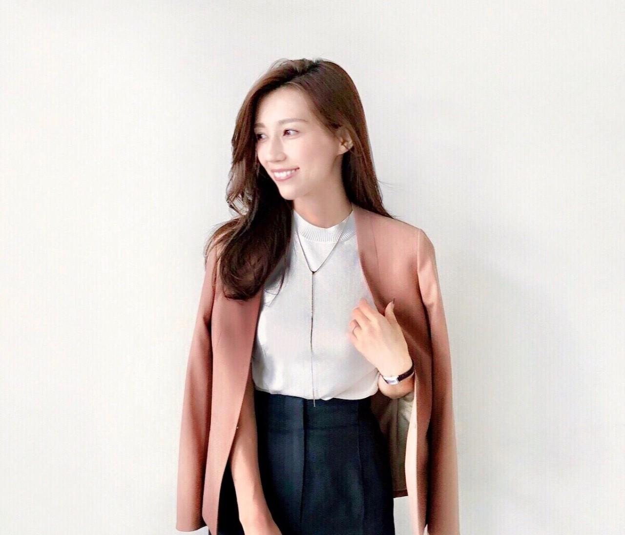 この秋オフィスで着たい、AOKIのキレイ見えジャケットと華やかニット