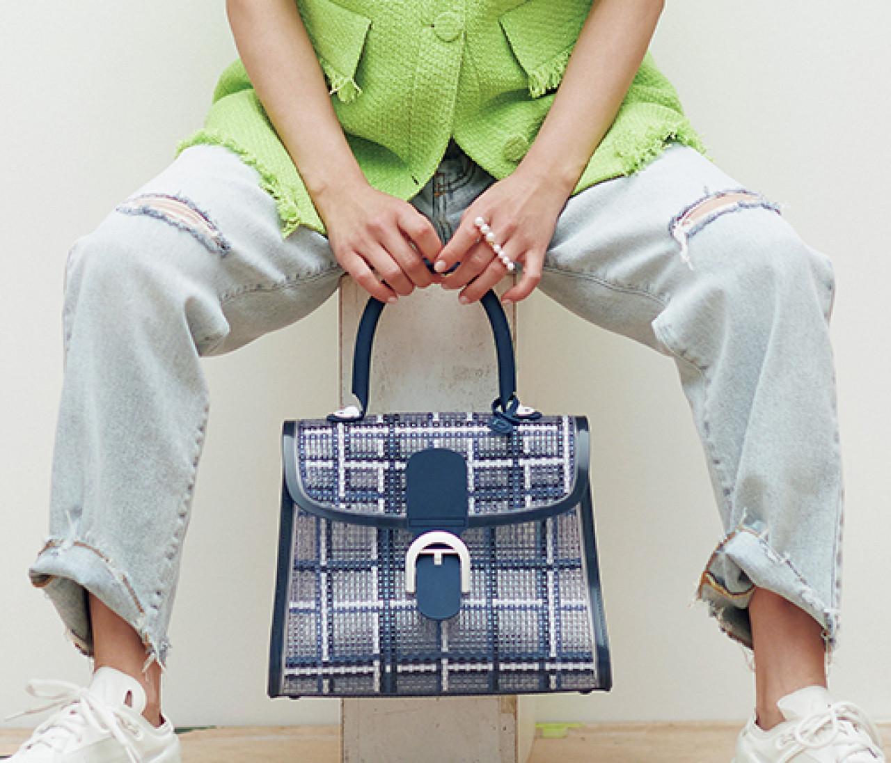 【中村アン】デルヴォーのPVCバッグが登場。チェック柄で軽やかに