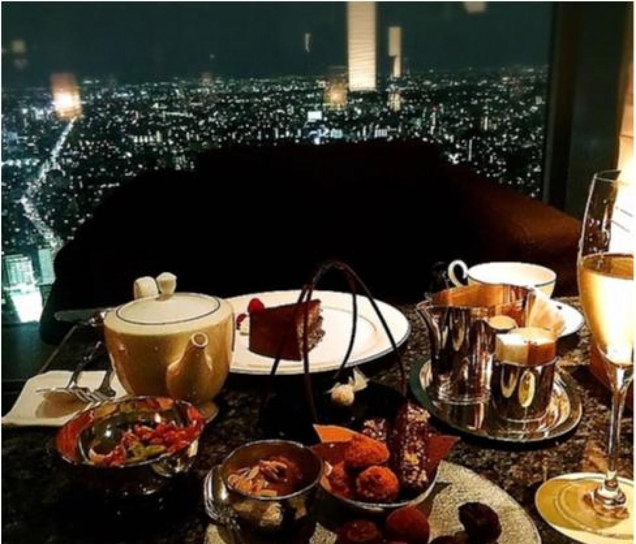 女友達と一緒に「背伸び体験」! ホテルで夜景を堪能したい!