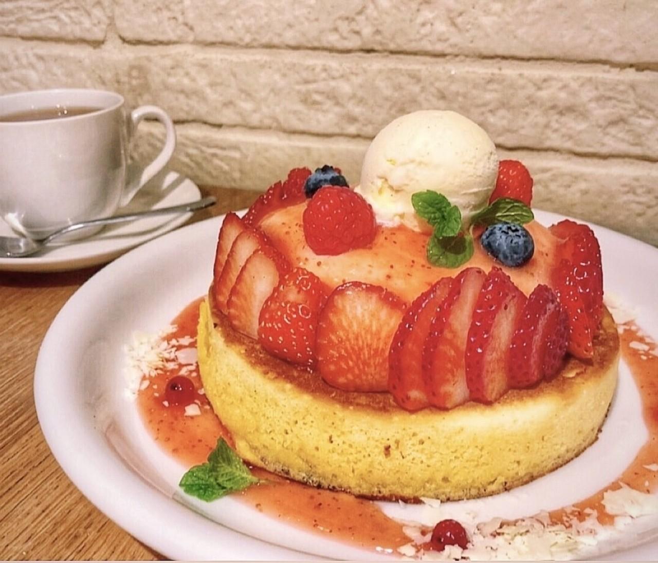 苺づくしパンケーキ♡隠れ家恵比寿カフェごはん