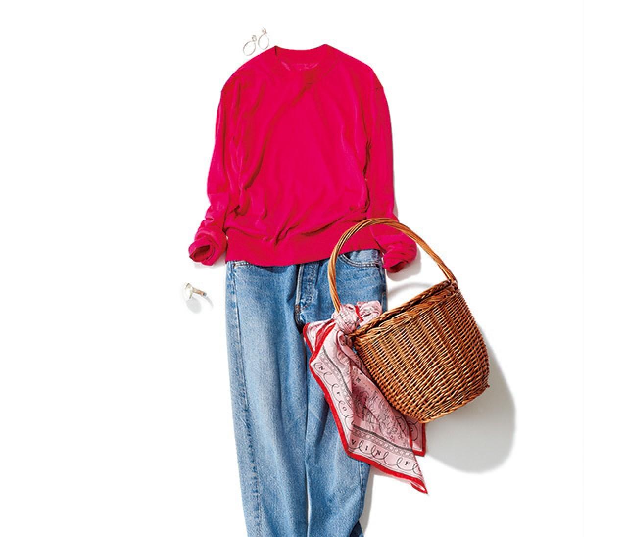 定番デニムは、レッド&ピンクで華やか休日スタイルに!