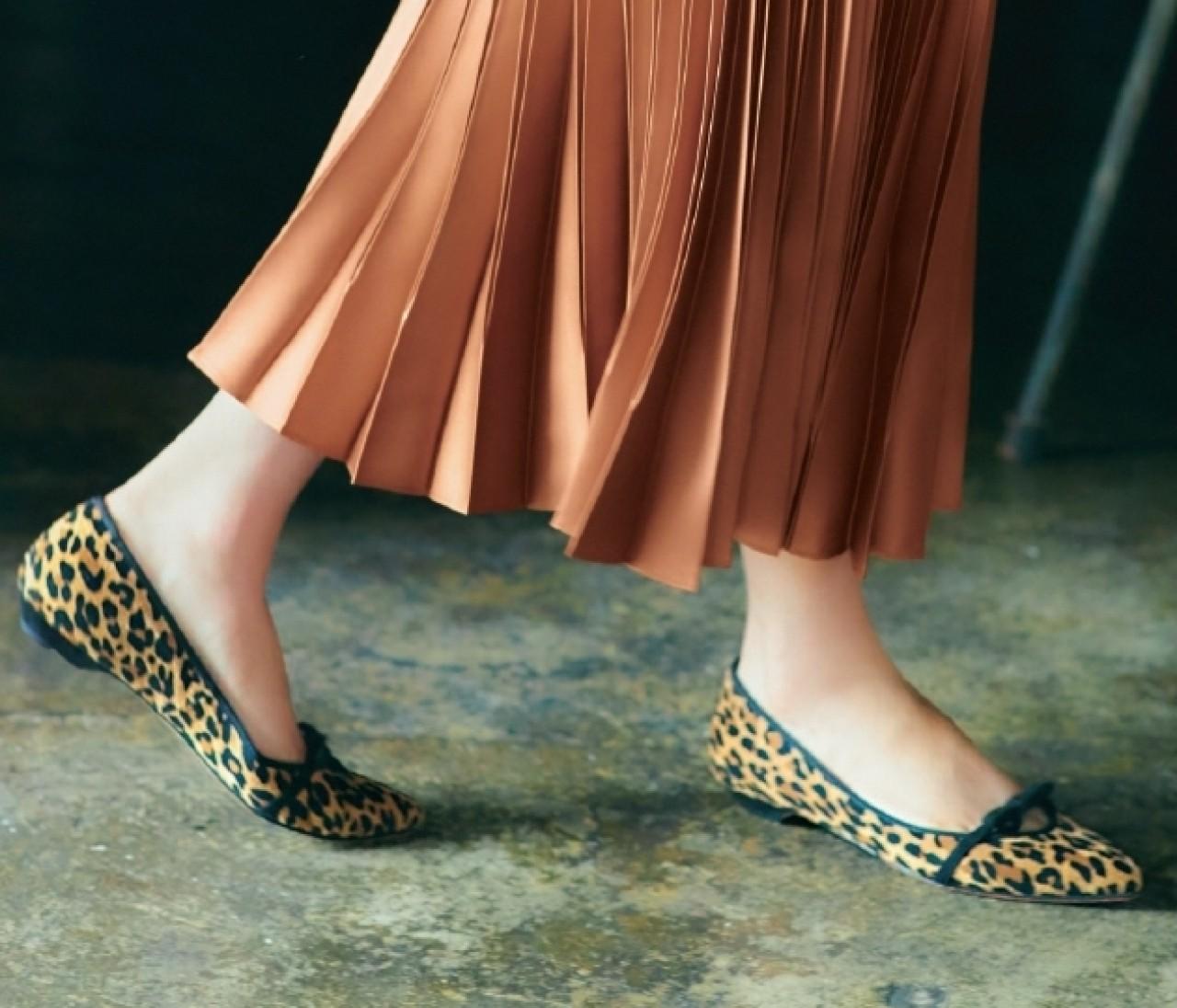 【ジルスチュアート シューで始める秋の足もと】大人の可愛げは「ちょいデコラ靴」が相棒