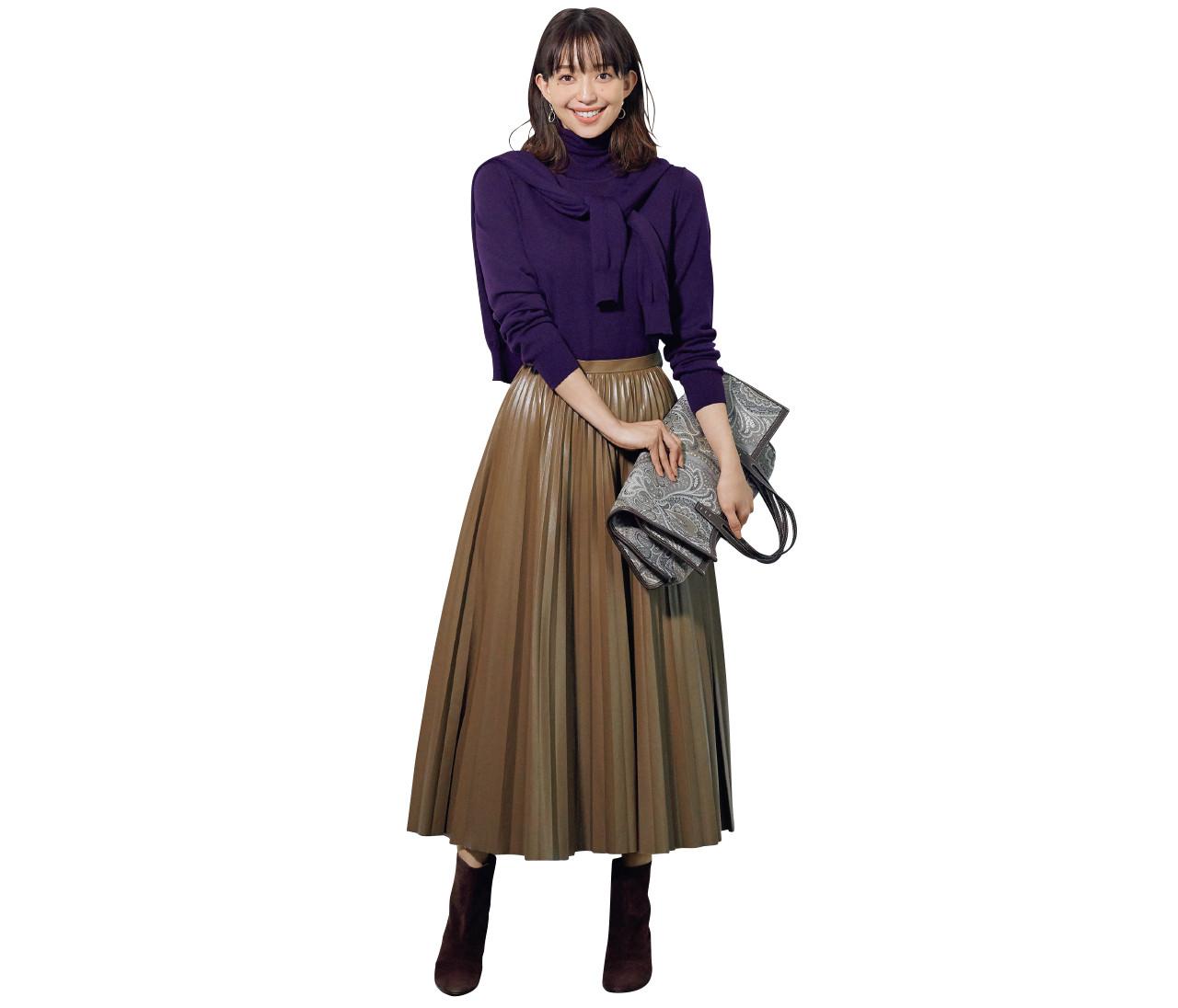 【30代冬の着やせルール8】エコレザーのプリーツスカートはタートルニットで重心を上げて!