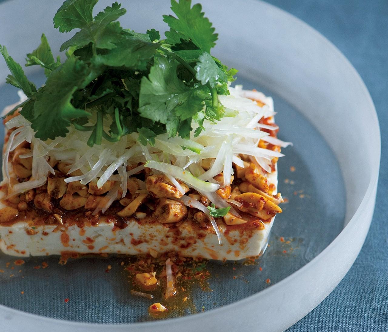 冷ややっこが格別のごちそうに【豆腐のマサラナッツかけ】のレシピ